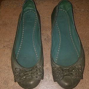 Frye sz 8.5 green leather carson bow ballet flats